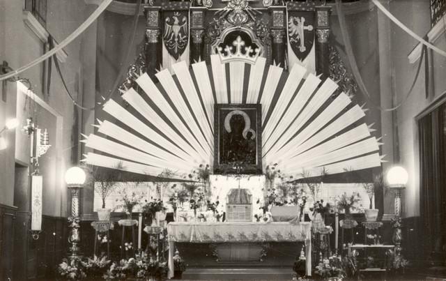 Niezwykle bogata dekoracja prezbiterium