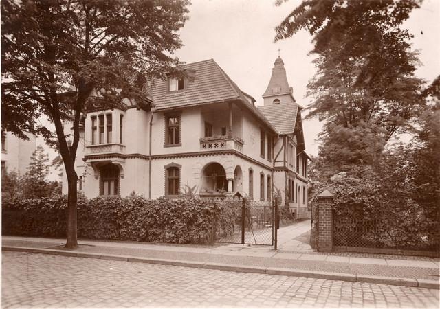 Wygląd domu zakonnego OO. Jezuitów przed 1945 rokiem